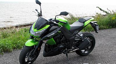 kawasaki-Z1000-01